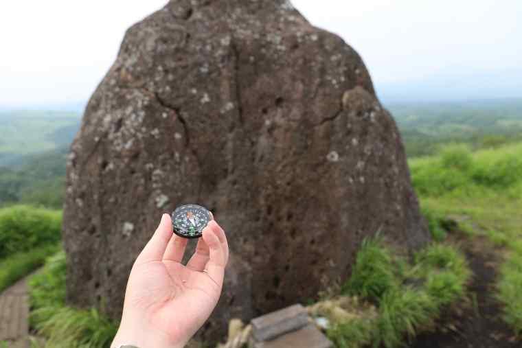 磁力を帯びた押戸石の丘の巨石