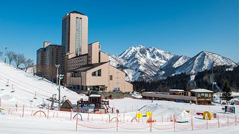 リゾートホテルで気軽に徒歩0分スキー!越後湯沢「NASPAニューオータニ」の過ごし方