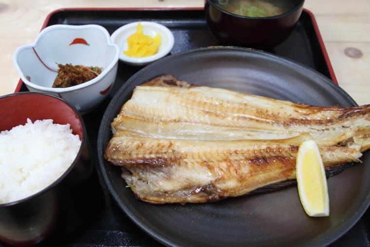 二条かに市場の縞ホッケの焼き魚定食
