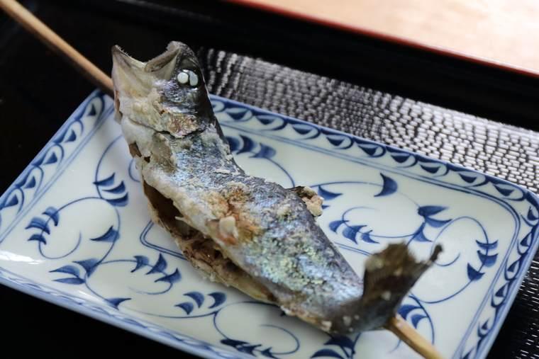 東京 奥多摩 日原渓流釣場 マスの塩焼き