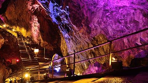 東京都心から日帰りで楽しめる!夏は奥多摩・日原鍾乳洞で探検ツアー