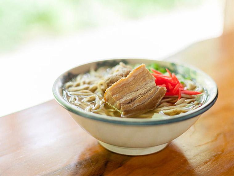 コシのある麺は弾力が歯に心地よくスープも風味豊か
