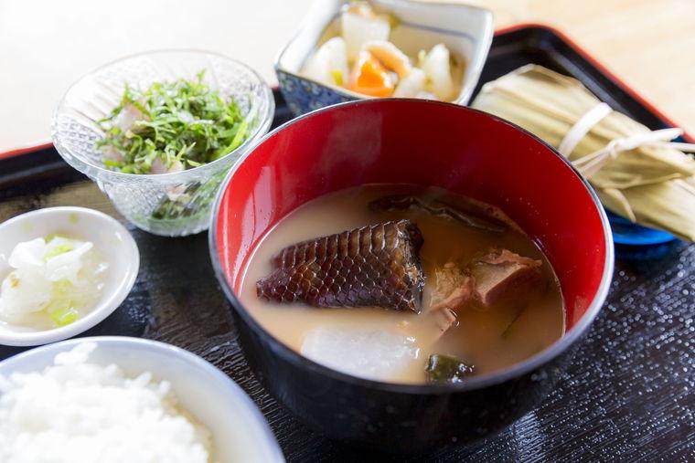 沖縄パワースポット 久高島 イラブー汁