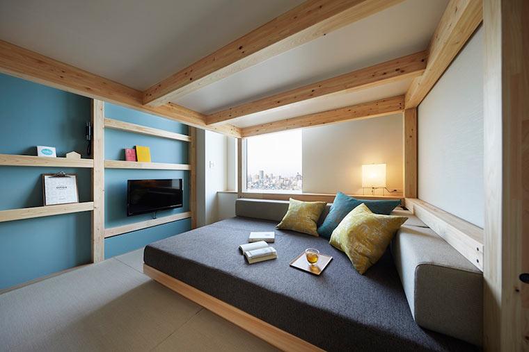 床的下面是宽大的休闲沙发