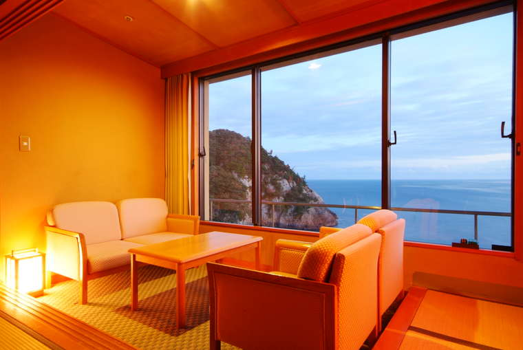 日和山温泉 ホテル 金波楼 岬の館和室からの眺望