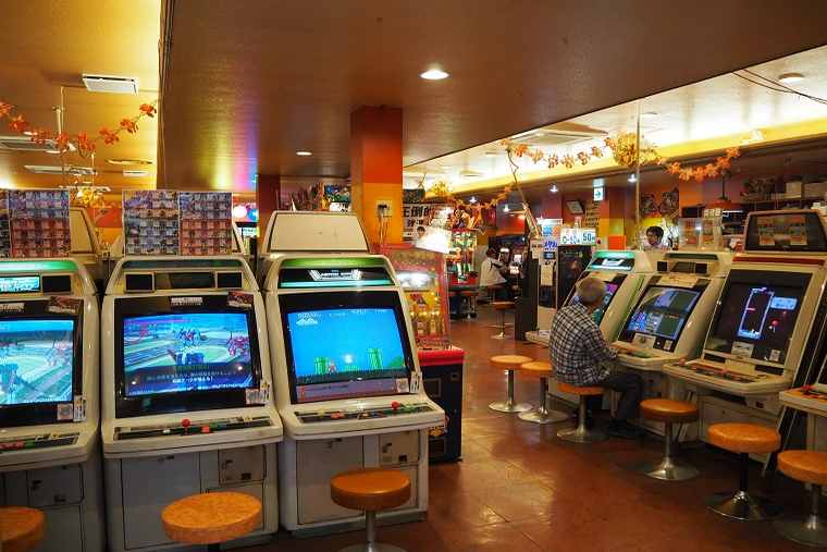 かすが娯楽場の場内には懐かしいゲームの数々が