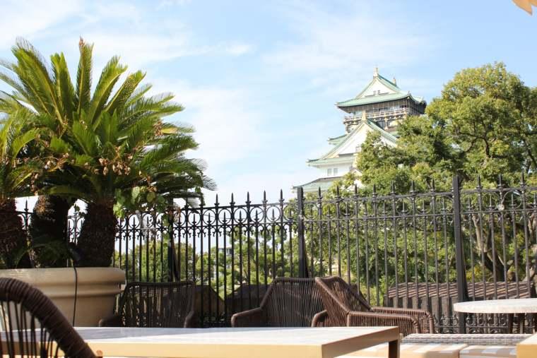 貴賓室からつながるテラスは大阪城が目の前に