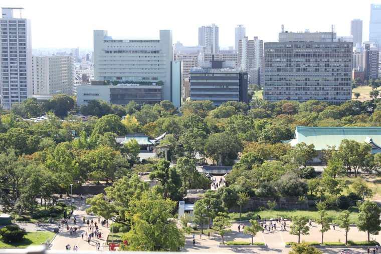 大阪城の展望台から見た大阪の眺め