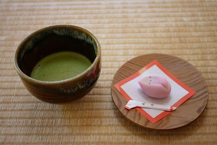 掬月亭のお茶菓子付きのお抹茶
