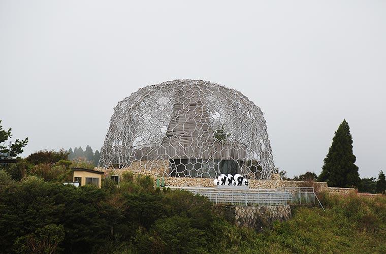 自然体感展望台「六甲枝垂れ」の外観