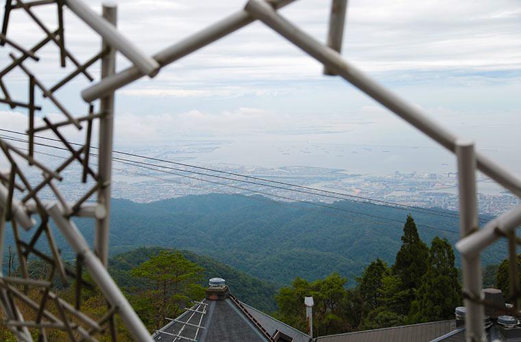 ヒノキのフレームから見える景色