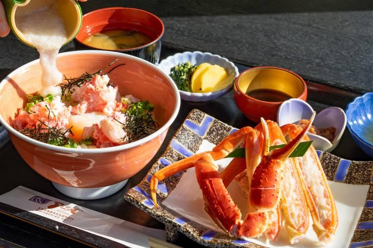 「お食事処 弓ヶ浜」の茹でがに付きかにトロ丼