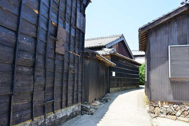 佐久島の黒壁集落