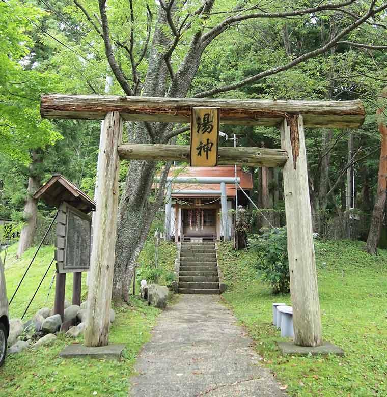 恋人の聖地・縁結びの「湯神神社」