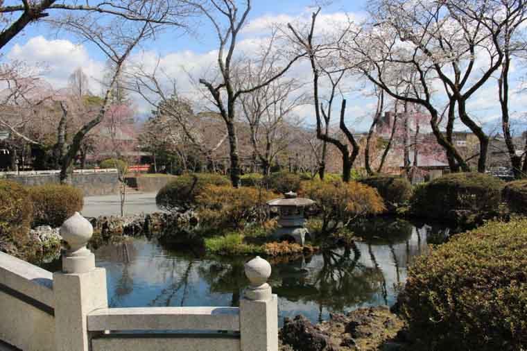 富士山本宮浅間大社の鏡池