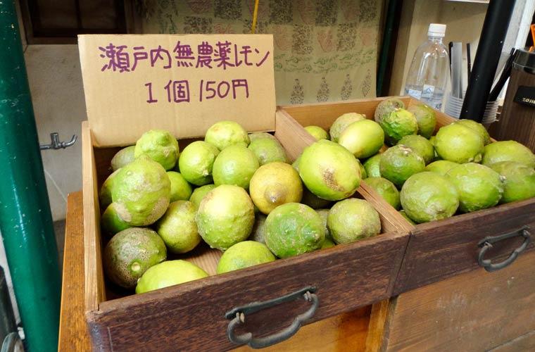 尾道の路上で売られている瀬戸内レモン
