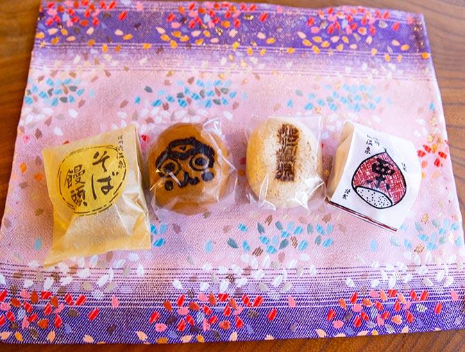 渋温泉のお饅頭
