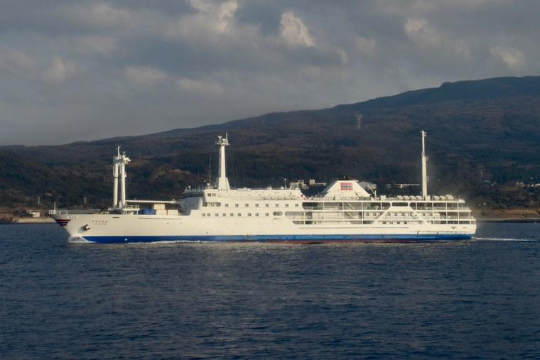竹芝桟橋から式根島 大型船