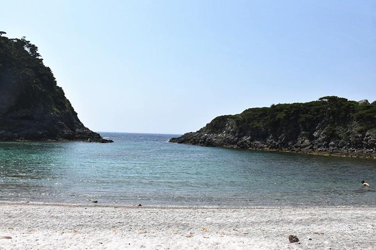 式根島 泊海水浴場
