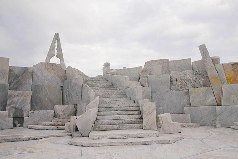 耕三寺境内奥の丘に位置する未来心の丘