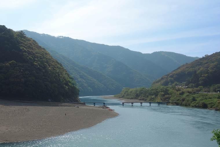 四万十川にかかる岩間沈下橋