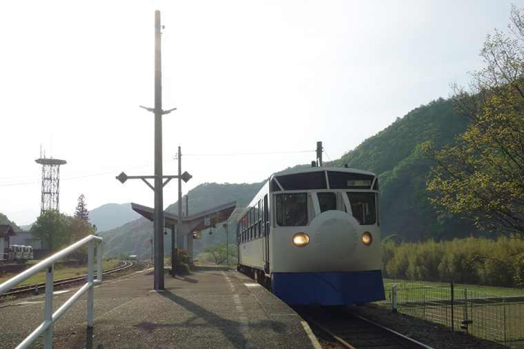 JR江川崎駅のホビートレイン