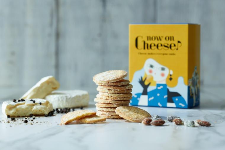 Now on Cheese♪(ナウオンチーズ)の「チーズクッキー カマンベール&ブラックペッパー」