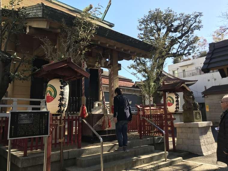 新大久保駅近く 「皆中(かいちゅう)稲荷神社」 回転率速い 待たない