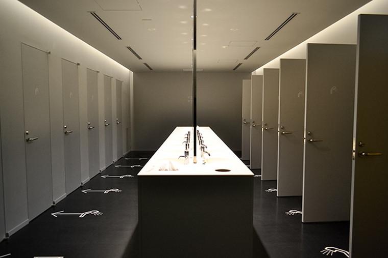 新大久保 大久保通り カプセルホテル「ナインアワーズ北新宿」 シャワールーム