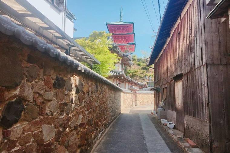 迷路のように路地が入り組んだ土庄本町