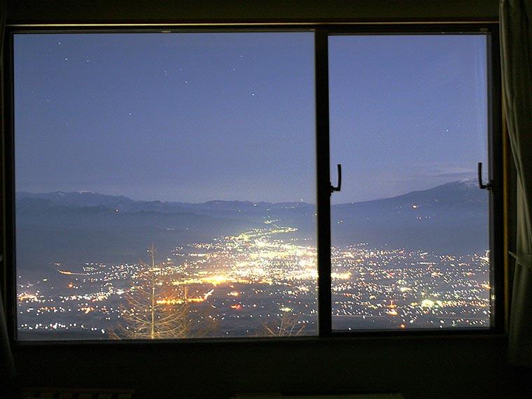 星空観測を楽しむ温泉旅 高峰高原ホテル 佐久市内の夜景