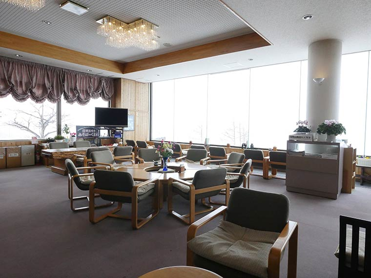 星空観測を楽しむ温泉旅 高峰高原ホテル フロント