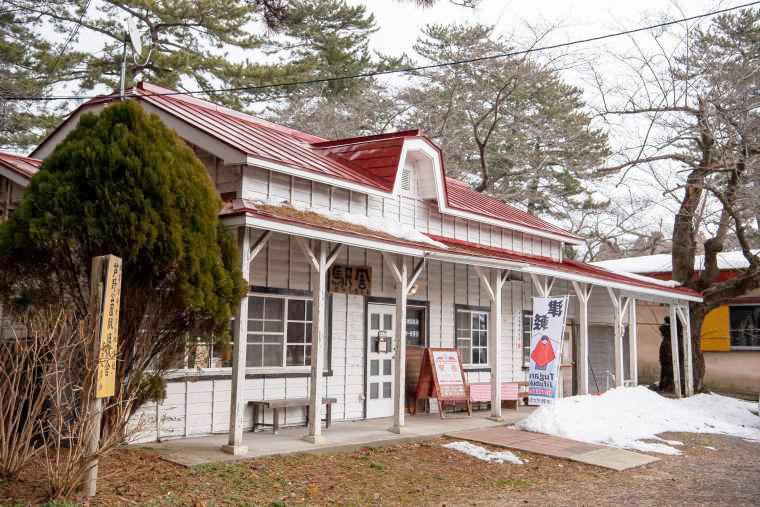 「津軽鉄道」ストーブ列車 太宰治記念館 赤い屋根の喫茶店「駅舎」