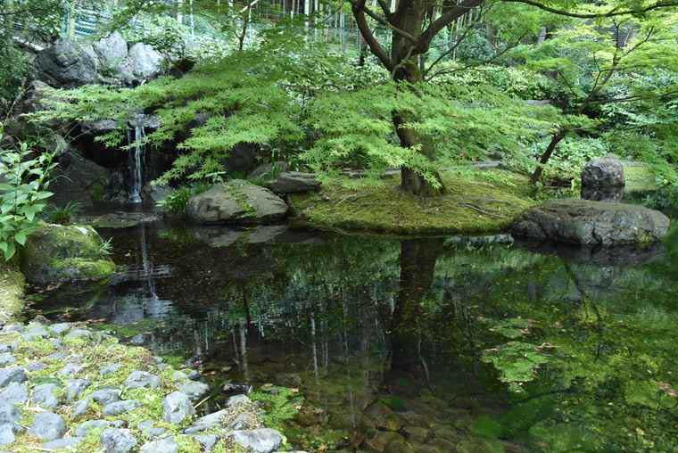 サントリー山崎蒸溜所の敷地内にある涼しげな水辺