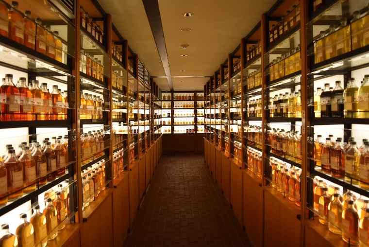 山崎ウイスキー館のライブラリー