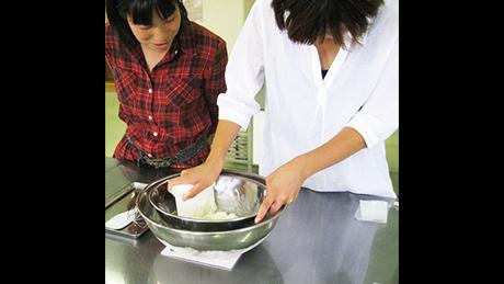 自然豊かな六甲山牧場で乳製品を手作り