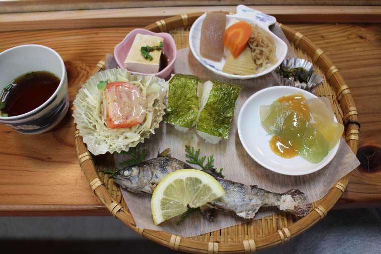 「千穂の家」一番人気の「高千穂峡定食」(1,500円)