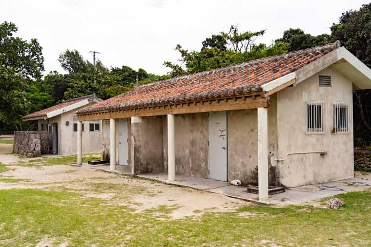 コンドイ浜のシャワー室