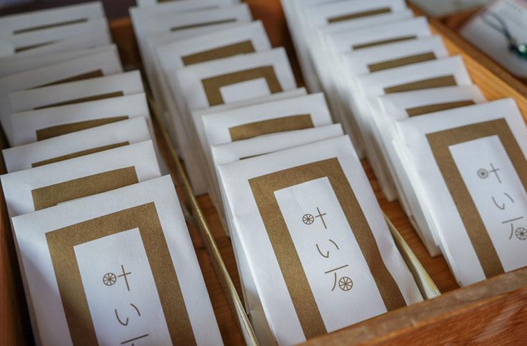 玉作湯神社「叶い石」