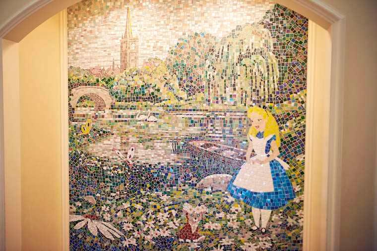 東京ディズニーランドホテル ディズニーキャラクター 不思議の国のアリス