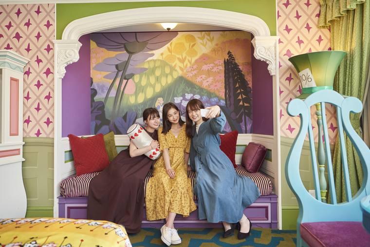 東京ディズニーランドホテル「ディズニーふしぎの国のアリスルーム」井口綾子、谷川りさこ