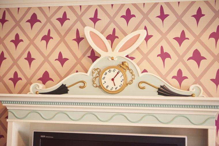 東京ディズニーランドホテル「ディズニー不思議の国のアリス」テレビ台