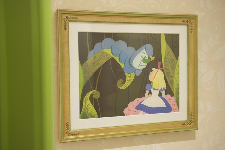 東京ディズニーランドホテル「ディズニーふしぎの国のアリスルーム」絵