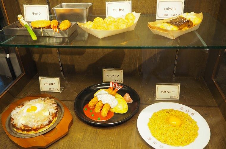 串カツ、たこ焼き、いか焼き、お好み焼など大阪グルメがいっぱい