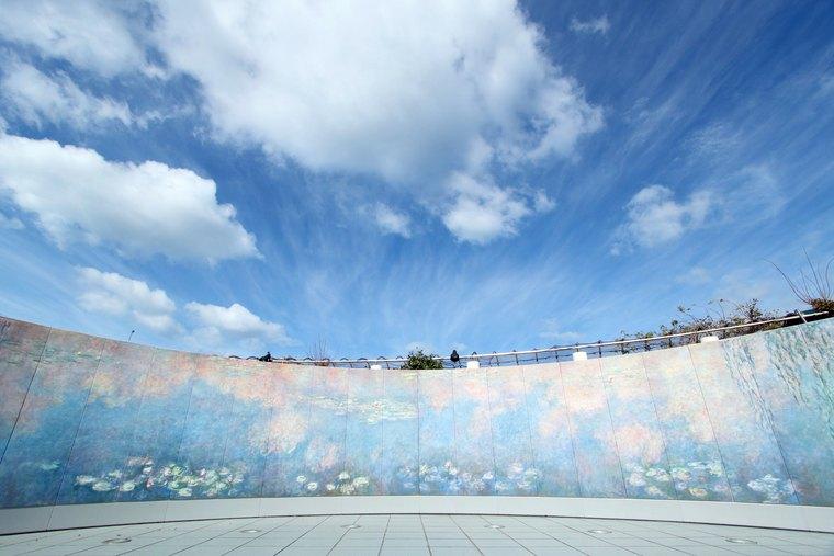 クロード・モネ『大睡蓮』の屋外展示