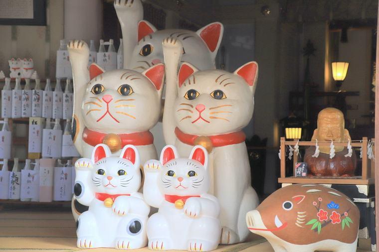 今戸神社 招き猫の置物