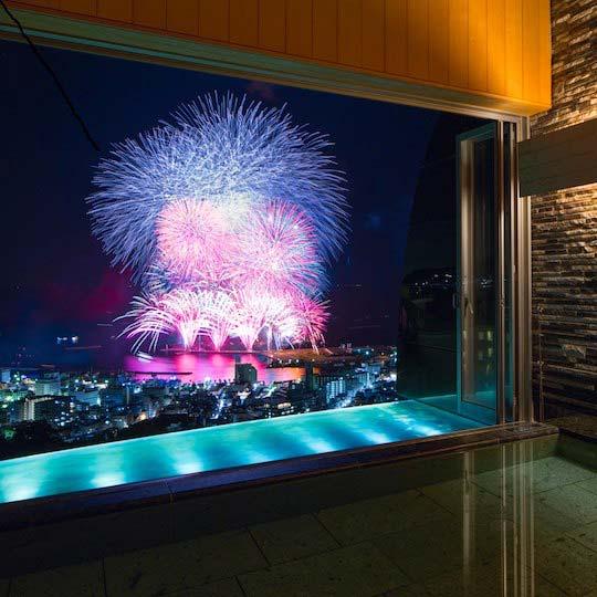 星野リゾート リゾナーレ熱海 「明星の湯」から見る花火大会