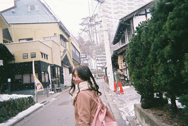 竹内彩花さん 草津温泉旅行 写ルンです