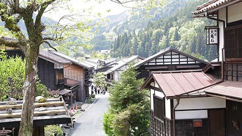 絵になる宿場・妻籠宿を行く 江戸の町並みや信州グルメを満喫