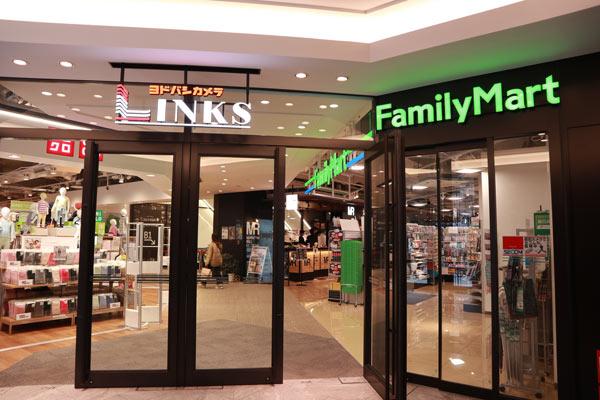 「LINKS UMEDA」内の「ファミリーマート」
